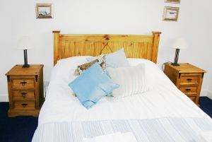 Cullen Holiday Cottage Moray twin bedroom.